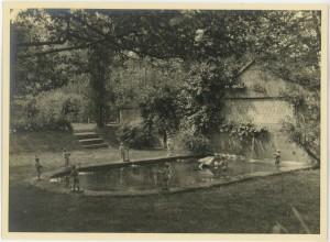 Deanery_garden_fountain_Bryn_Mawr_College