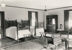 The_Deanery,_Interior_View,_Miss_Garrett's_Bedroom,_Bryn_Mawr_College